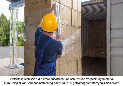 Stretchfolie stabilisiert die Ware zusätzlich und schützt das Verpackungsmaterial, zum Beispiel vor Sonneneinstrahlung oder Staub.